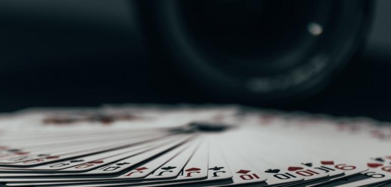 แบล็คแจ็ค เกมไพ่คาสิโนสุดคลาสสิก โอกาสที่ดีในการหาเงินจากเจ้ามือ